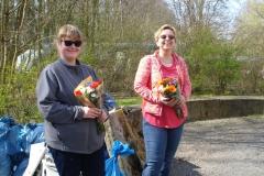 Anwohner-beschenken-uns-mit-Blumen